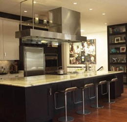Kitchen layout with the cook in mind