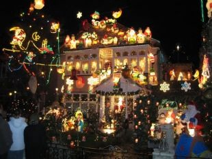 outdoor Christmas light display 2
